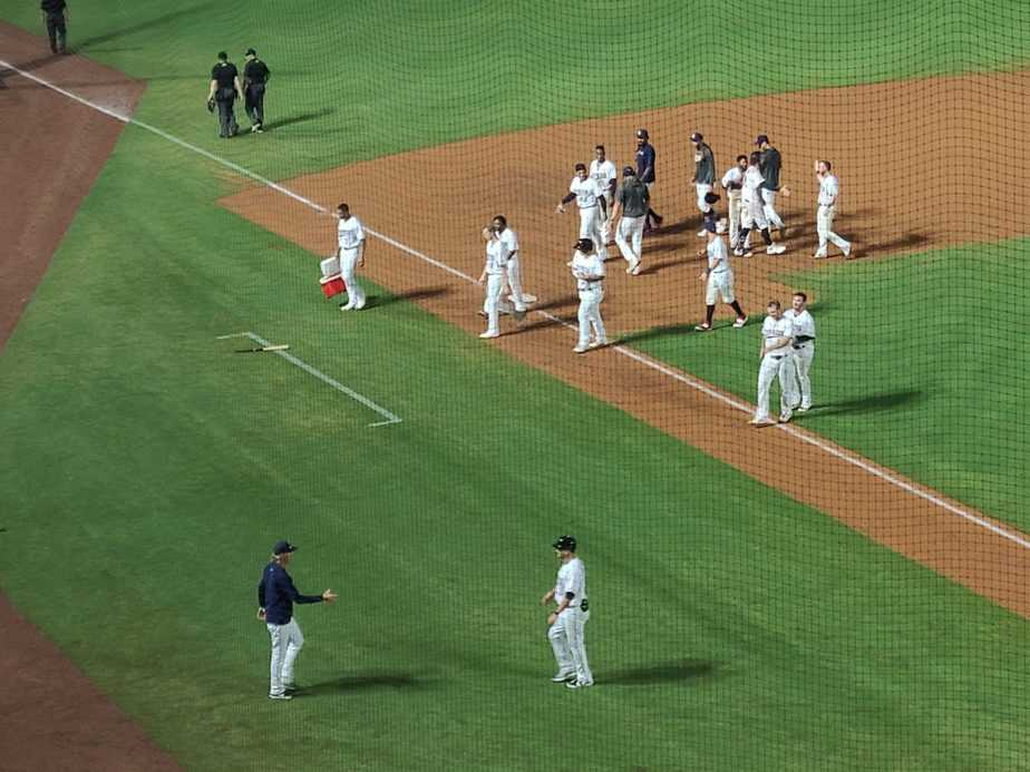 Express End Losing Streak, Top Dodgers 4-3 in 11.